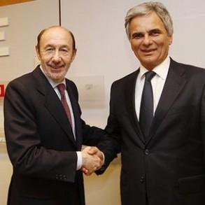 Rubalcaba se reúne con el primer ministro austriaco, el socialdemócrata Werner Faymann