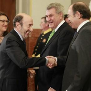 """Rubalcaba apuesta por """"sentarse a hablar"""" de la reforma de la Constitución y """"buscar el consenso"""" porque España """"necesita"""" un """"nuevo proyecto político común y compartido"""""""