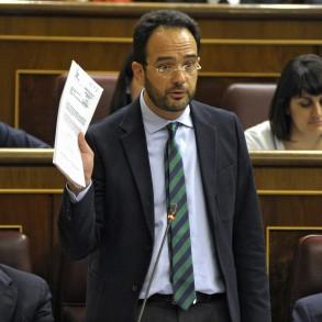 """Antonio Hernando a la vicepresidenta del Gobierno: """"¿No le da vergüenza comparar al PP con Cáritas y Cruz Roja, tanto como le debería dar la amnistía fiscal a Rato?"""